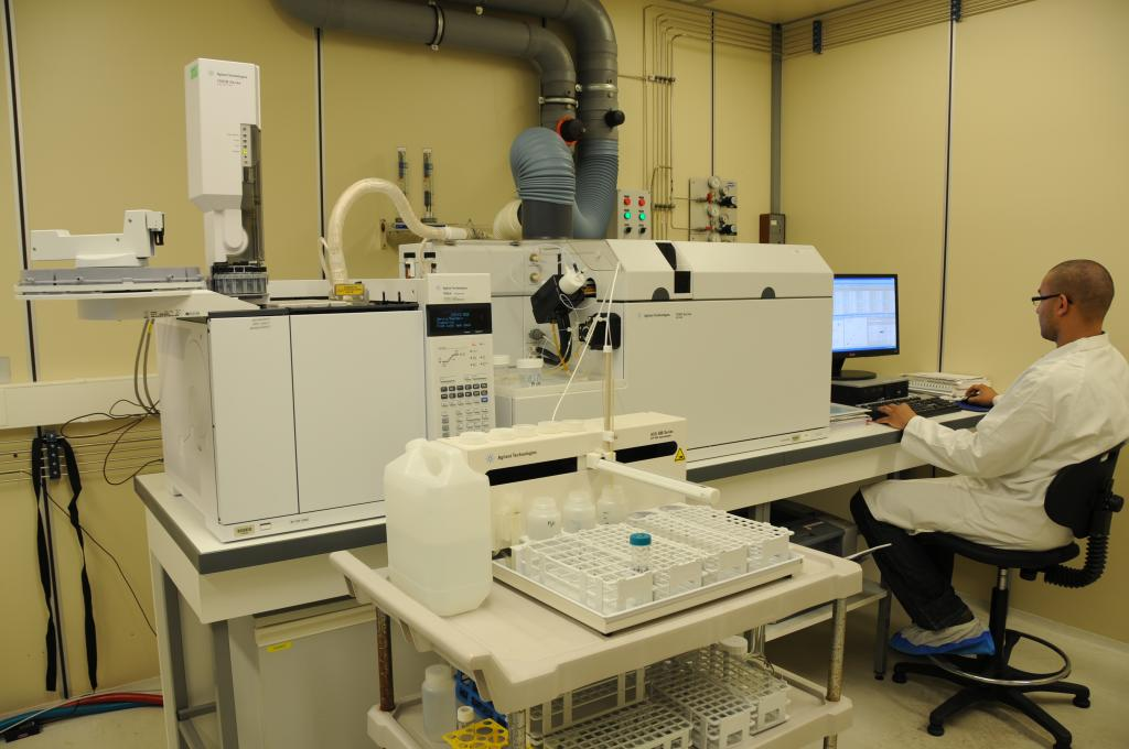 Analyses in laboratory